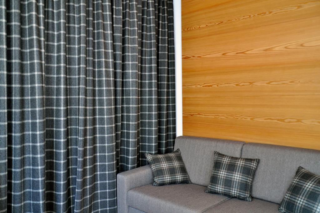 ApartmentsFrieda_Couch_B-2-1024x682_cs
