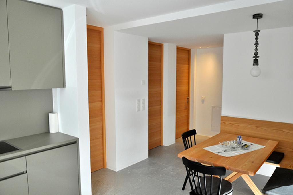 ApartmentsFrieda_Esstisch_B-2-1024x682_cs