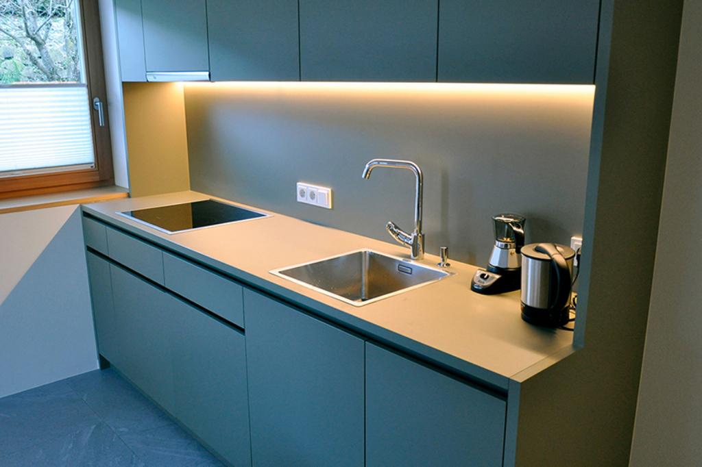 ApartmentsFrieda_Kochzeile_B-3s