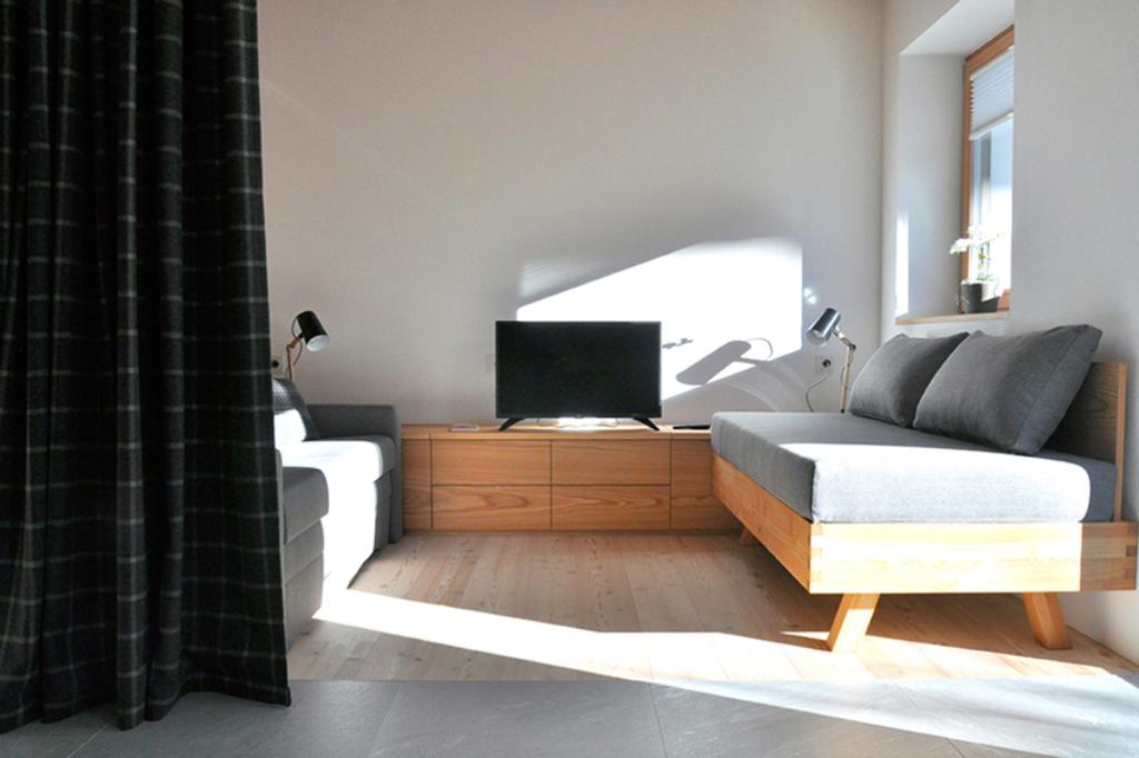 ApartmentsFrieda_Wohnzimmer_B-3-1024x682_cs